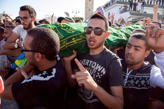 Đám tang của người bán cá Mouhcine Fikri ở thị trấn Al-Hoceima thuộc miền Bắc Morocco Ảnh: REUTERS