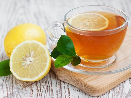 Một ly nước ấm pha với chanh và mật ong là món đồ uống giúp giảm cân tự nhiên hiệu quả nhất.