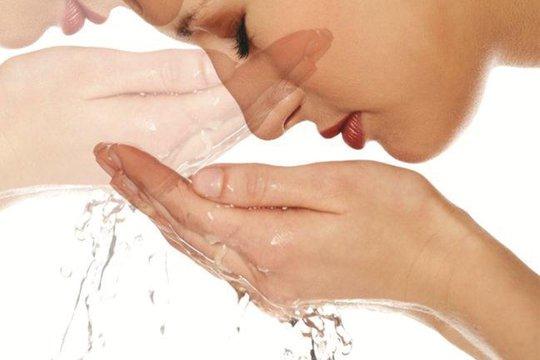 Rửa mặt thật sạch cho da dầu - ẢNH: HEALTH-TUNEUP.COM