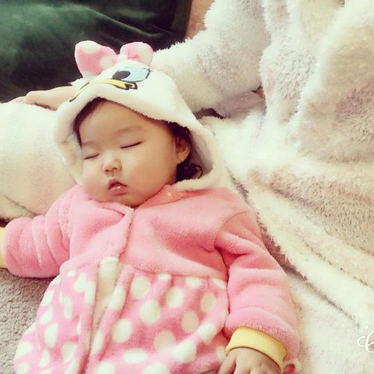 Đốn tim với cô bé Nhật vừa ăn vừa ngủ