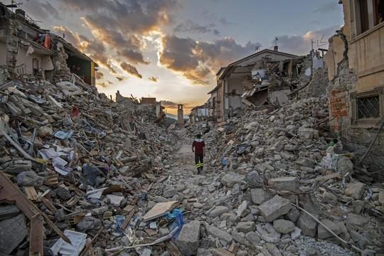 Động đất ở Amatrice - Ý khiến gần 300 người chết hôm 1-9. Ảnh: EPA