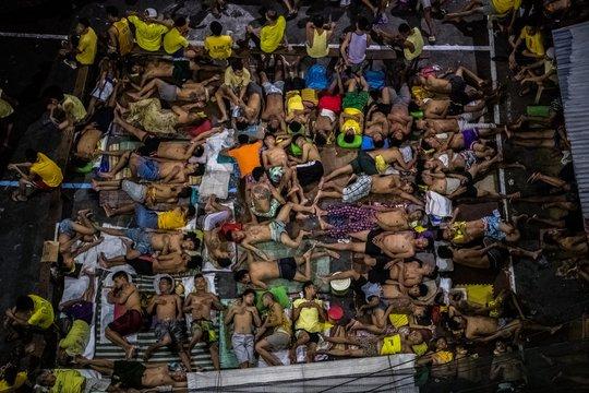 Nhà tù quá tải ở TP Quezon - Philippines hôm 19-10 do chiến dịch chống ma túy mạnh tay của Tổng thống Rodrigo Duterte. Ảnh: New York Times