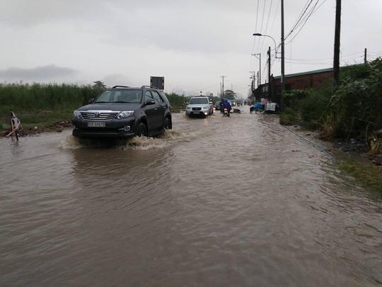 Nước phong tỏa đường Lương Định Của