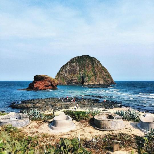 Hòn Yến dung dị trên biển Phú Yên - Ảnh: @joeypnhu