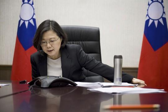 Lãnh đạo Đài Loan Thái Anh Văn điện đàm với ông Trump. Ảnh: AP