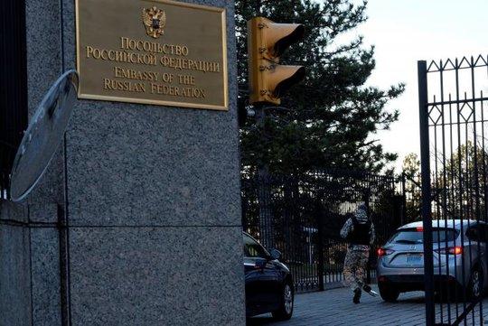 Đại sứ quán Nga ở Washington ngày 29-12 Ảnh: REUTERS
