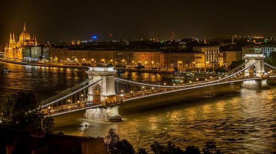 13 cây cầu đẹp như cổ tích đáng chiêm ngưỡng khắp thế giới