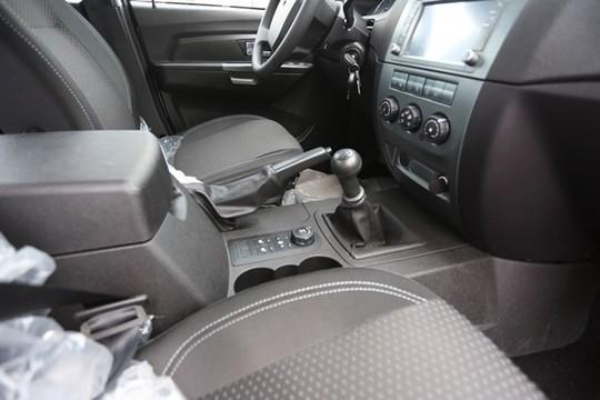 Không gian bên trong xe khá rộng rãi mang đến sự thoải mái cho người dùng