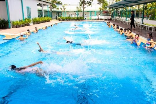 Hồ bơi tại trường THPT Lê Quý Đôn phục vụ nhu cầu học tập, rèn luyện thể lực và giải trí của học sinh