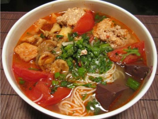 10 món ăn bình dân Việt 'mê hoặc' khách Tây