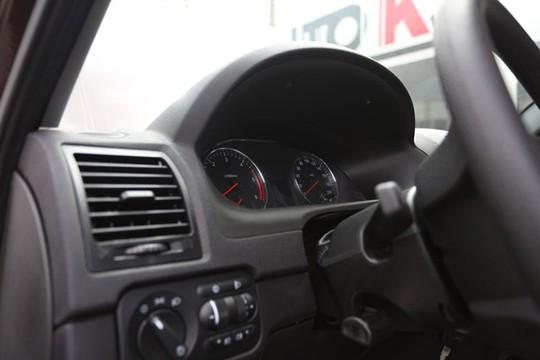 Màn hình hiển thị, vô lăng và các tiện ích ở trong xe