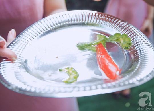 Mướp đắng và ớt cay là 2 trong số 4 món ăn được chọn làm thử thách dành cho team nhà trai