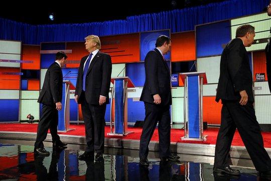 Từ trái sang: Thượng nghị sĩ Marco Rubio, ông Donald Trump, Thượng nghị sĩ Ted Cruz và Thống đốc John Kasich trong cuộc tranh luận của đảng Cộng hòa vào ngày 3-3. Ảnh: New York Times