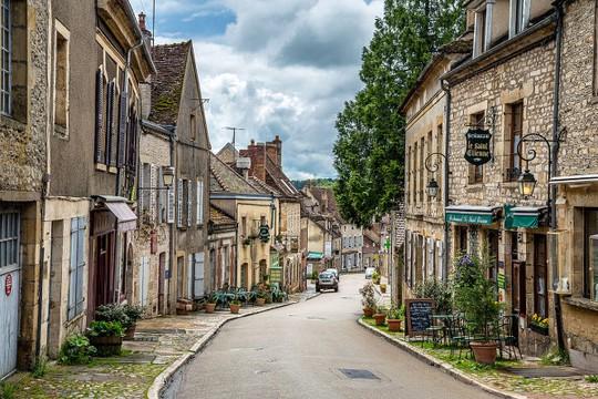 Một con phố ở Vézelay - Ảnh: wp