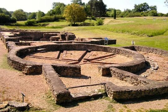 Vết tích các nhà tắm công cộng ở khu vực đài nước muối duy nhất ở châu Âu có tuổi đời hơn 4.000 năm tại ngoại vi Vezelay - Ảnh: wik
