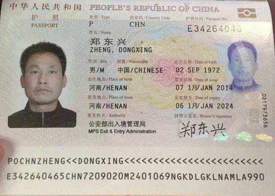Hộ chiếu của hành khách Zheng Dongxing - Ảnh: Ngọc Bảo