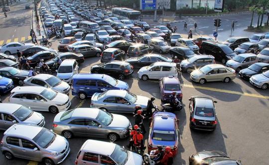 Đường phố rất ít xe máy nhưng xe hơi giá rẻ tràn ngập. Ảnh: Projectm.