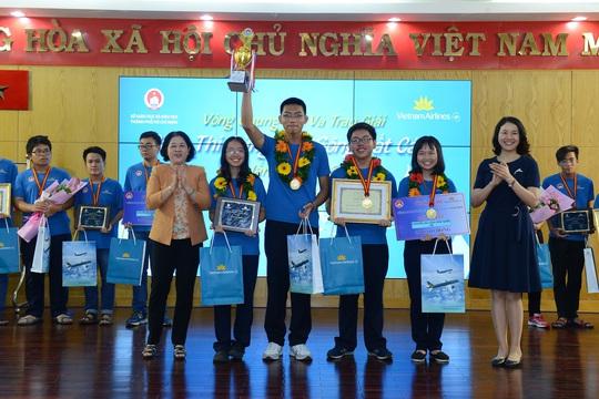 """Trường THPT Bùi Thị Xuân - Quán quân """"Cùng non sông cất cánh"""" 2016"""