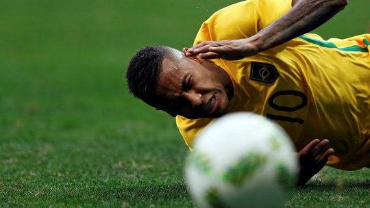 Tiền đạo Neymar từng bị rạn cột sống ở VCK World Cup 2014