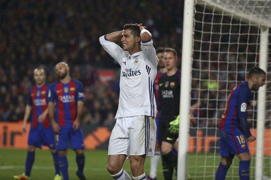 Ronaldo phung phí 3 cơ hội ghi bàn trong trận Siêu kinh điển mà anh được kỳ vọng sẽ tỏa sáng