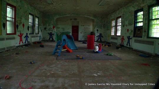 Quang cảnh rợn người bên trong bệnh viện tâm thần Rockland. Ảnh: Caters News Agency, James Garcia