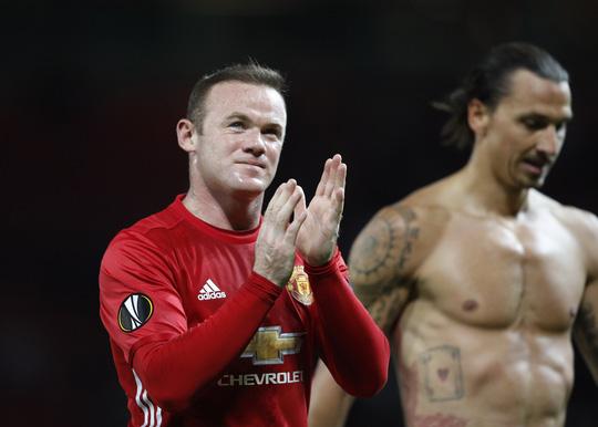 Wayne Rooney may mắn góp công trong chiến thắng đầu tiên của M.U ở Europa League