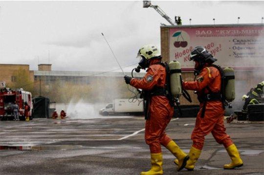 Các nhân viên lực lượng xử lý khẩn cấp tham gia cuộc diễn tập. Ảnh: Russian Goverment