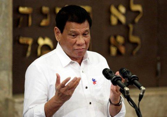 Tổng thống Duterte muốn cải thiện quan hệ với Trung Quốc, bớt phụ thuộc Mỹ. Ảnh: Reuters