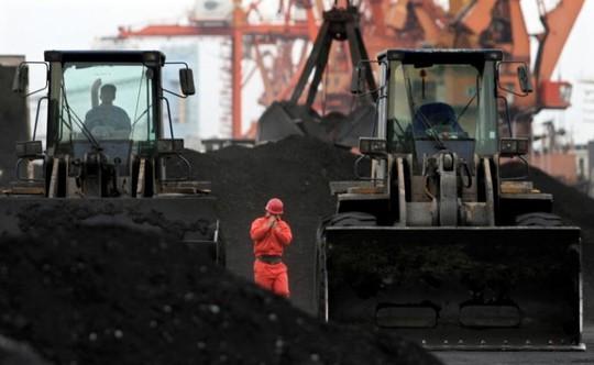 Trung Quốc nhập khẩu 1 tỉ USD than Triều Tiên năm 2015. Ảnh: Reuters
