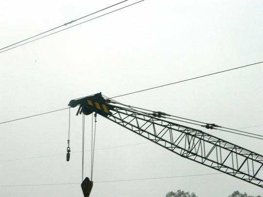 Sự cố này gây mất điện nhưng rất may sà lan không đâm vào cầu đường sắt