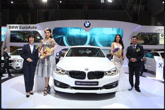Gian hàng BMW - từ siêu xe đến công nghệ đỉnh cao