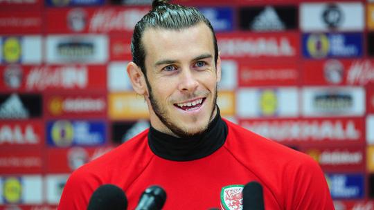 Gareth Bale trong buổi họp báo trước trận gặp Georgia