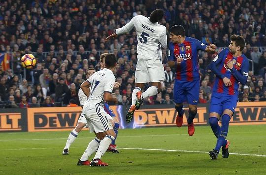 Suarez mở tỉ số cho Barcelona