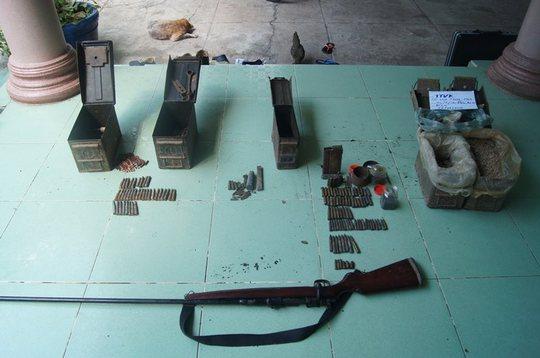 Số súng đạn tang vật thu giữ được tại nhà ông Thắng