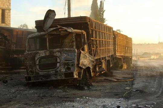 Một xe chở hàng viện trợ bị tấn công ở gần thị trấn Urum al-Kubra Ảnh: Reuters