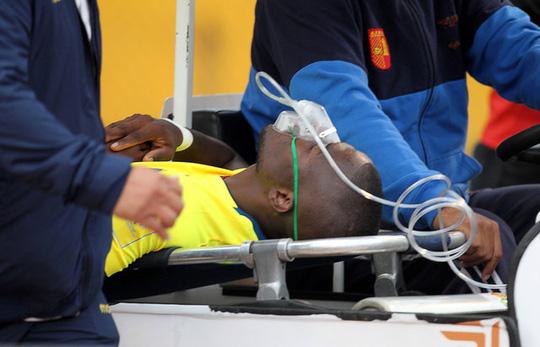 Enner Valencia giã vờ chấn thương để tránh sự theo dõi của cảnh sát