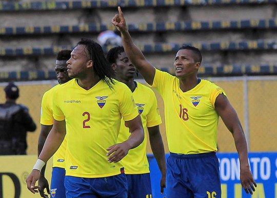 Antonio Valencia (16) ghi bàn cho Ecuador