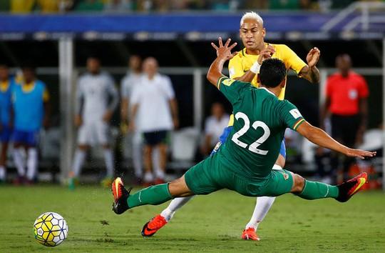 Neymar có một trận đấu tuyệt vời trước khi rời sân vì chấn thương