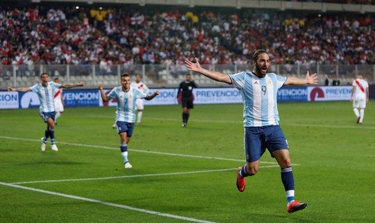 """""""Tội đồ"""" Mascherano khiến Argentina chia điểm"""