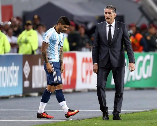 Argentina đánh mất chiến thắng vì sai lầm cá nhân