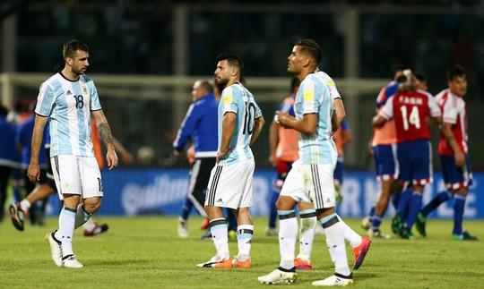 Aguero đá hỏng phạt đền, Argentina trắng tay tại sân nhà