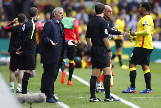 Mourinho một lần nữa phàn nàn tổ trọng tài