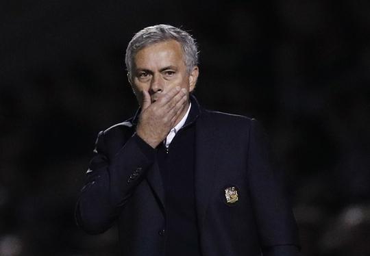 Mourinho đã thất bại trong kế hoạch xây dựng lối chơi xoanh quanh Rooney