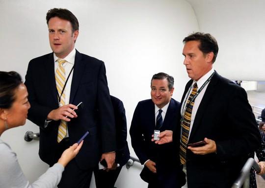 Dự luận còn vấp phải sự phản đối từ 13 thành viên Đảng Cộng hòa, trong đó có Thượng nghị sĩ Ted Cruz (giữa). Ảnh: Reuters