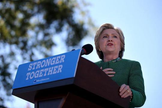 Bà Clinton phát biểu tại Trường ĐH Bắc Carolina ở TP Charlotte. Ảnh: Reuters