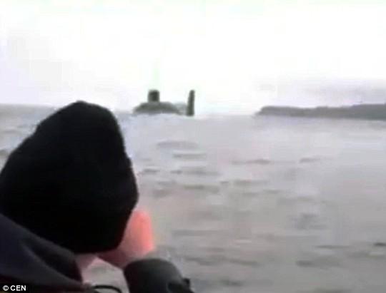 Đi đánh cá, ngư dân tá hỏa vì gặp tàu ngầm của Nga