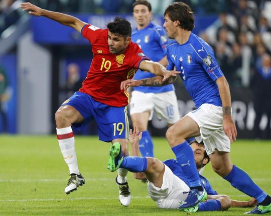 Diego Costa (trái) được kỳ vọng sẽ giúp Tây Ban Nha thắng đậm AlbaniaẢnh: REUTERS