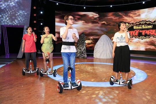 Lần đầu tiên trên sân khấu hài kịch, các diễn viên đội của NS Đức Hải sẽ di chuyển bằng phương tiện ván trượt điện skateboard