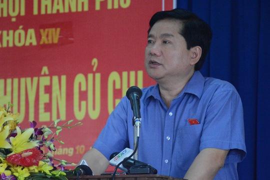 Ủy viên Bộ Chính trị, Bí thư Thành ủy TP HCM Đinh La Thăng trả lời cử tri sáng ngày 5-10