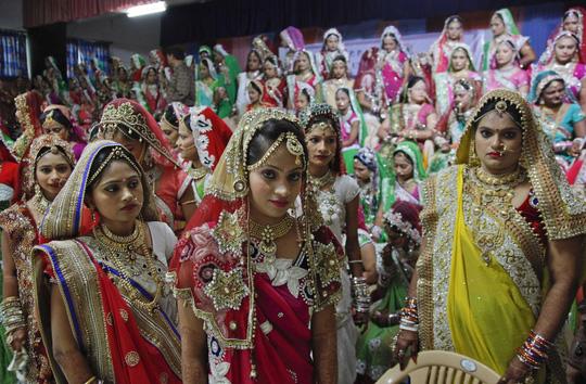 Các cô dâu xinh đẹp tại lễ cưới. Ảnh: AP
